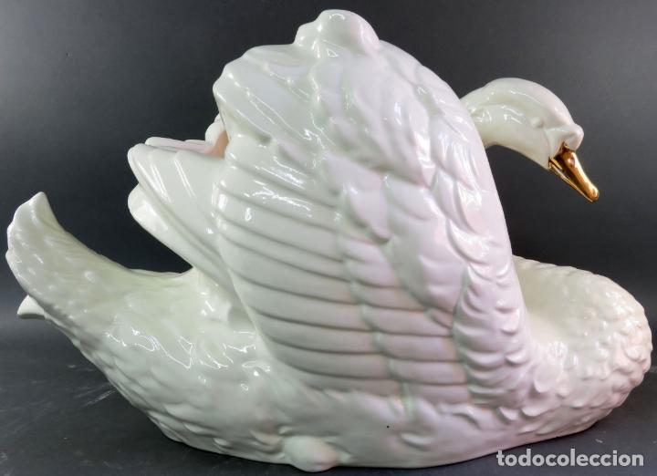 Vintage: Pareja de maceteros centros en forma de cisnes en cerámica blanca vidriada siglo XX - Foto 5 - 175596463