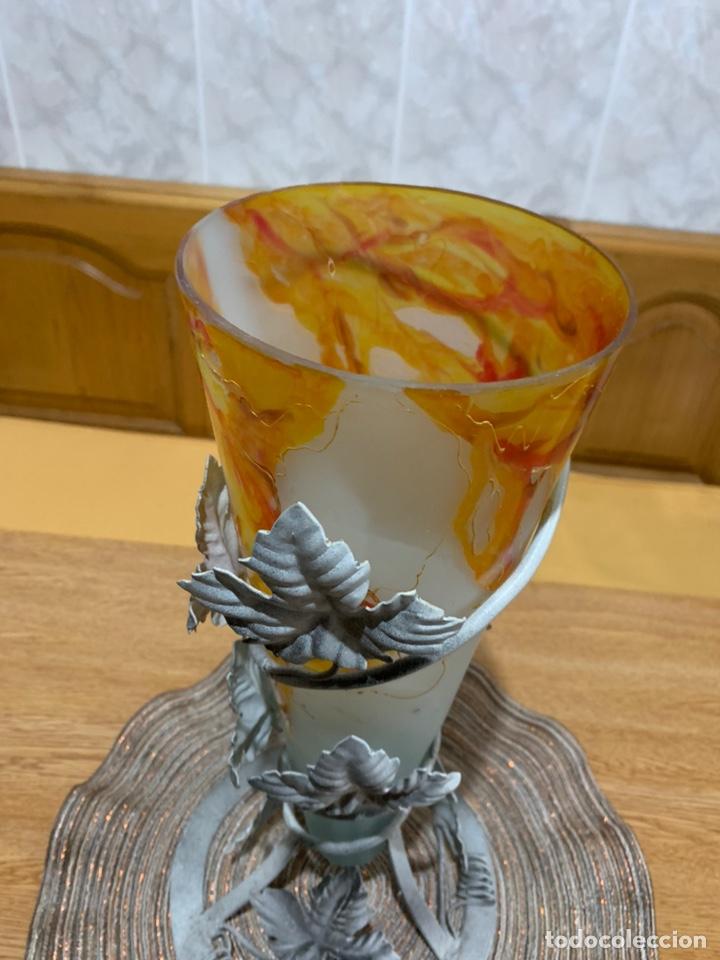 Vintage: Florero de vidrio opaco con base de metal, - Foto 3 - 169771506