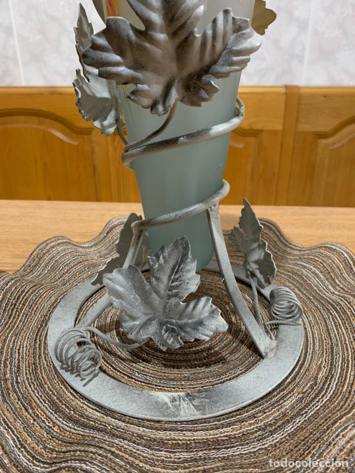 Vintage: Florero de vidrio opaco con base de metal, - Foto 4 - 169771506
