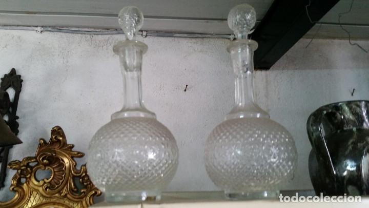 2 BOTELLAS TALLADAS (Vintage - Decoración - Cristal y Vidrio)