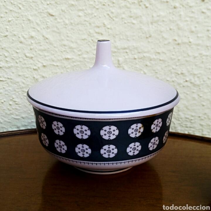 Vintage: Juego de tocador. Vintage. Porcelana de Manises. Sellada Sambo. Color rosa palo y negro. - Foto 5 - 179401080