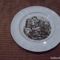 Vintage: VIEJO PLATO CERÁMICA DE PICKMAN, S.A. SEVILLA. TALLANDO LA PIEDRA POR E. RAMOS.. Lote 180493211