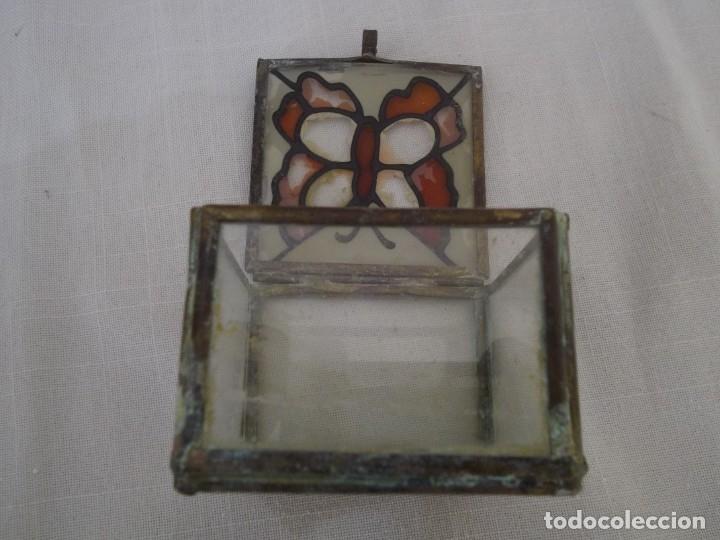 Vintage: VIEJA CAJA DE CRISTAL CON PINTURA DE MARIPOSA Y ARISTAS DE METAL. 60X60 MM. - Foto 2 - 181134866