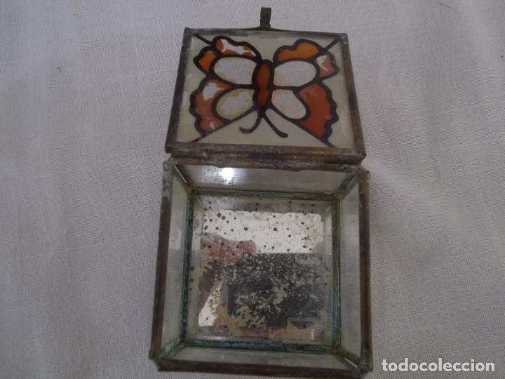 Vintage: VIEJA CAJA DE CRISTAL CON PINTURA DE MARIPOSA Y ARISTAS DE METAL. 60X60 MM. - Foto 3 - 181134866