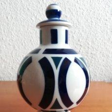 Vintage: JARRÓN CON TAPA PORCELANA SARGADELOS - GALICIA DECORACIÓN VINTAGE. Lote 182364813