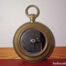Vintage: PEQUEÑO ESPEJO CON FORMA DE RELOJ DE BOLSILLO, DE LATÓN. Lote 182525175