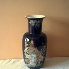 Vintage: BONITO JARRÓN CHINO AZUL COBALTO CON DIBUJOS. Lote 182702920