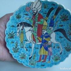 Vintage: PORCELANA TURQUESA VIDRIADA KÜTAHYA TURKIA PINTADO A MANO MOTIVOS REY OTOMANO. Lote 183194780