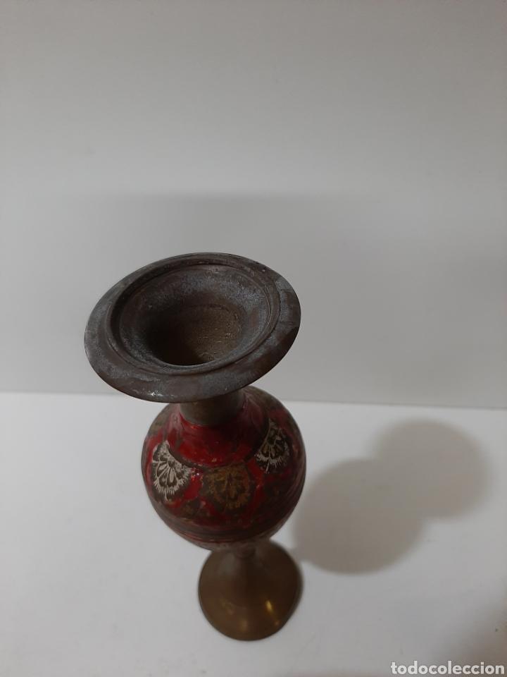 Vintage: Bonito florero de bronce tallado y pintado a mano. Vintage. - Foto 2 - 184210212