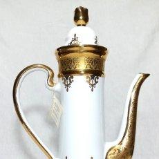 Vintage: PRECIOSA CAFETERA SNEROLL EN PORCELANA, ORO Y PLATA.. Lote 184382593