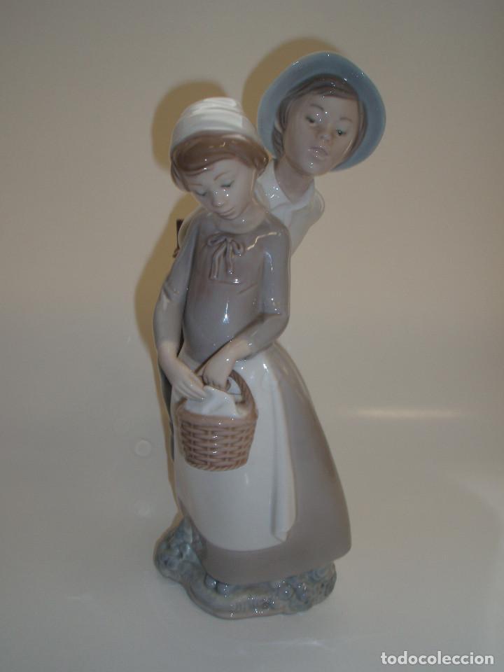NAO DE LLADRÓ. FIGURA DE PORCELANA. PAREJA DE CAMPESINOS. (Vintage - Decoración - Porcelanas y Cerámicas)