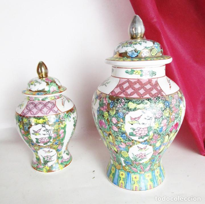 PRECIOSA PAREJA DE TIBOR CHINO FAMILIA ROSA CON SELLO CIRCA 1920 (Vintage - Decoración - Porcelanas y Cerámicas)