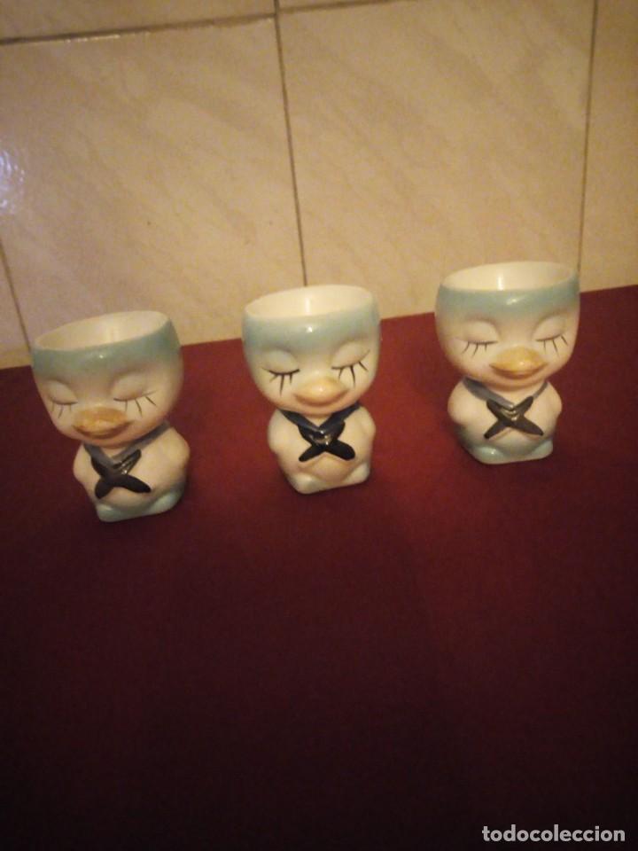 LOTE DE 3 HUEVERAS DE PORCELANA FORMA DE PATITOS MUY DIVERTIDAS. (Vintage - Decoración - Porcelanas y Cerámicas)