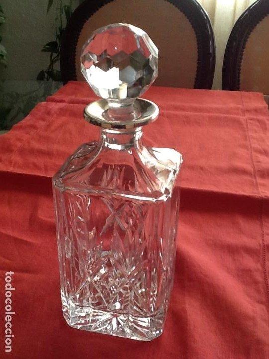 LICORERA DE CRISTAL TALLADO Y PLATA (Vintage - Decoración - Cristal y Vidrio)