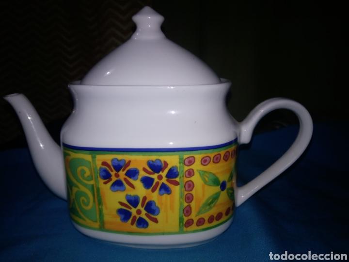 BONITA TETERA O CAFETERA DE PORCELANA SELLO AM /63 (Vintage - Decoración - Porcelanas y Cerámicas)