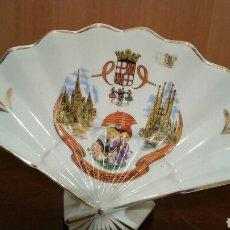 Vintage: ABANICO DE PORCELANA RECUERDO DE BARCELONA. Lote 194341333