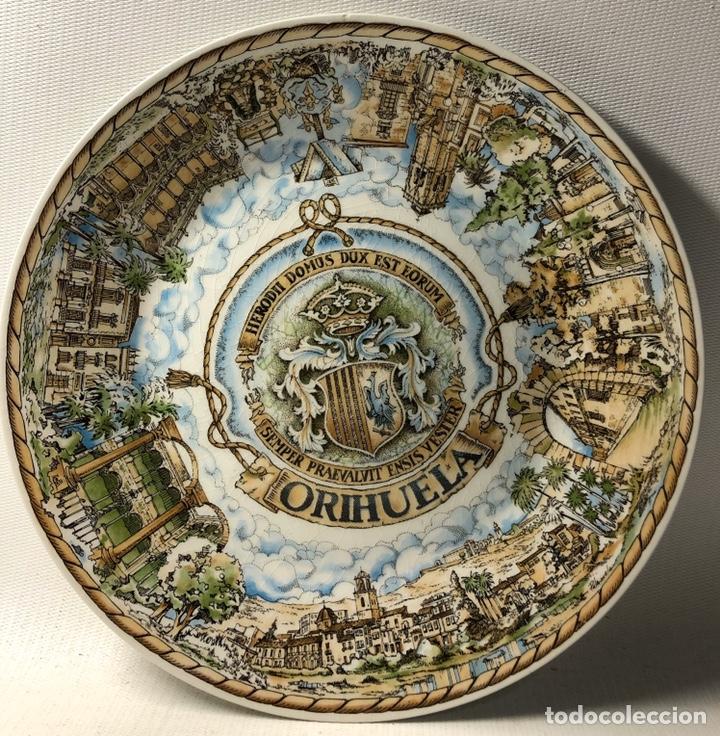 PLATO CONMEMORATIVO DE ORIHUELA ···VISTA POR E. PALENZUELA ··· EDIFICIO SOCIAL DE LA CAJA·1986 ·· (Vintage - Decoración - Porcelanas y Cerámicas)