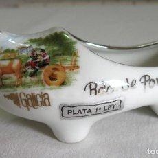 Vintage: ZUECO DE PORCELANA FINA CON ADORNOS EN PLATA DE LEY. Lote 194581101
