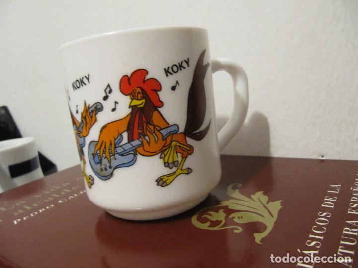 Vintage: Taza de loza de Los Trotamúsicos \ Gallo Koky \ Cruz Delgado \ Arcopal - France (1989) Muy dificil - Foto 7 - 195153345