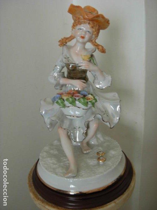 FIGURA VINTAGE EN PORCELANA DE CAMPESINA CON FLORES (Vintage - Decoración - Porcelanas y Cerámicas)