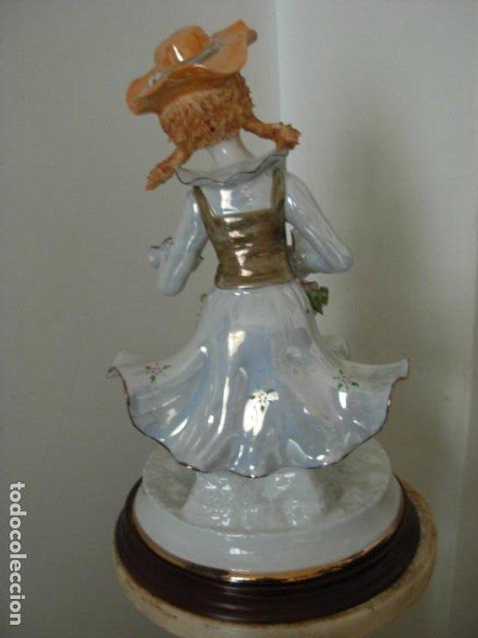 Vintage: Figura vintage en porcelana de campesina con flores - Foto 3 - 195326751
