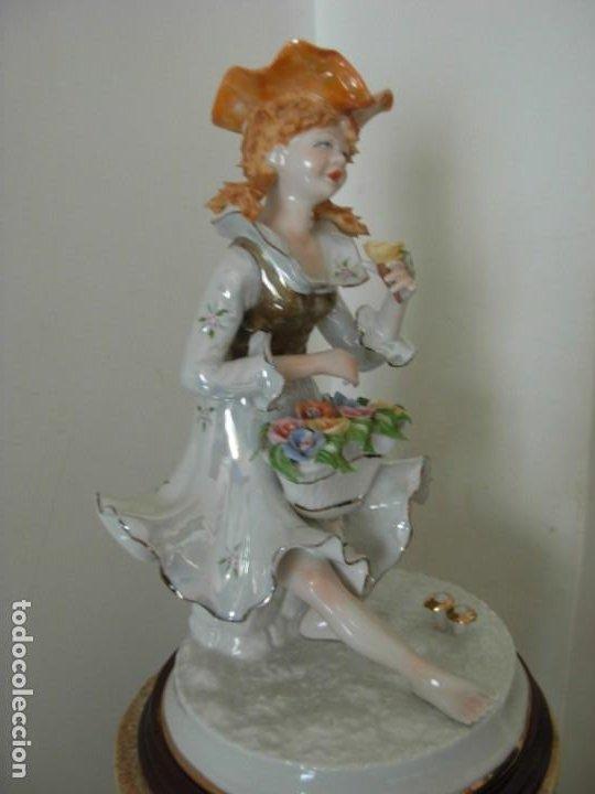 Vintage: Figura vintage en porcelana de campesina con flores - Foto 4 - 195326751