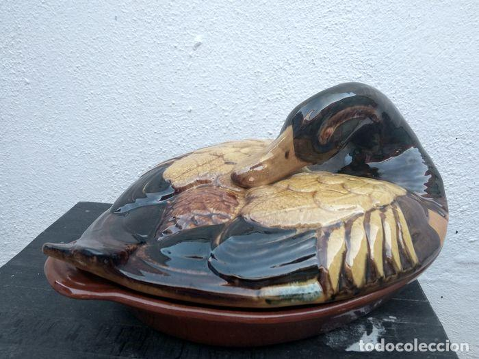 PATO ,OLLA CON TAPA, BESUGUERA, SOPERA (Vintage - Decoración - Porcelanas y Cerámicas)