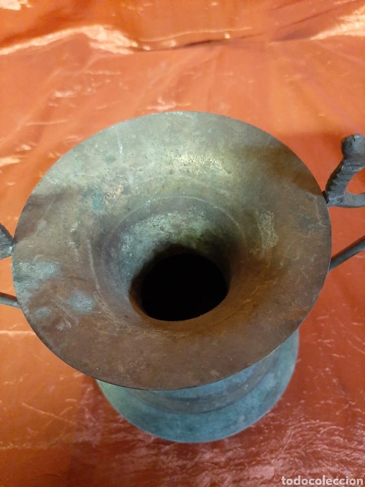 Vintage: Bonito jarrón o florero hecho de bronce, años 70, conserva su pátina. - Foto 3 - 195660821