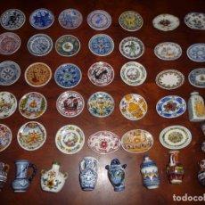 Vintage: 44 PORCELANAS MINIATURA DECORADAS,AL ESTILO PATERNA,MANISES,ALCORA,,23 PLATO,10 BANDEJA,11 VASIJAS,. Lote 197073576