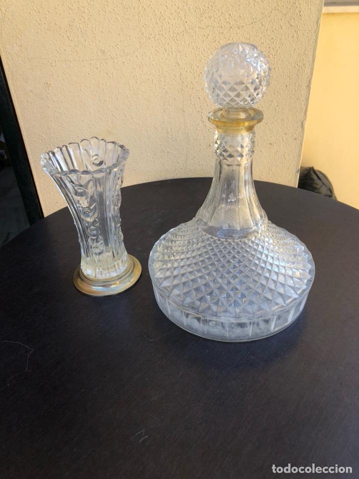 BONITA LICORERA O FLORERO EN CRISTAL TALLADO (Vintage - Decoración - Cristal y Vidrio)