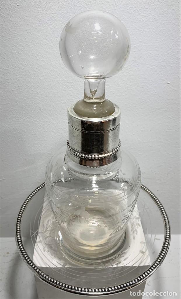 BOTELLA CON PLATO DE CRISTAL Y PLATA. (Vintage - Decoración - Cristal y Vidrio)