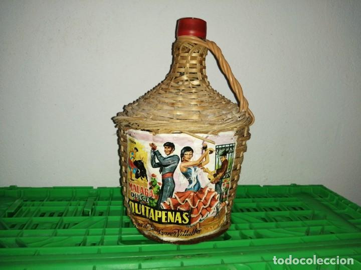 BOTELLA GARRAFA DAMAJUANA QUITAPENAS DE MÁLAGA JOSÉ SUÁREZ VILLALBA MOSCATEL (Vintage - Decoración - Cristal y Vidrio)