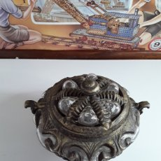 Vintage: PRECIOSA BOMBONERA DE CRISTAL Y METAL. Lote 203223966