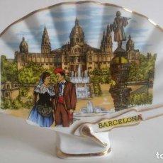 Vintage: ABANICO DE PORCELANA, CON FILO DORADO / RECUERDO DE BARCELONA. Lote 205679785