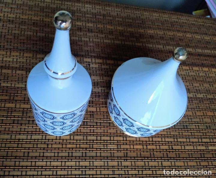 Vintage: Juego de tocador de porcelana. 2 piezas: Bote para polvos, algodón,...y frasco de colonia. - Foto 3 - 206777635