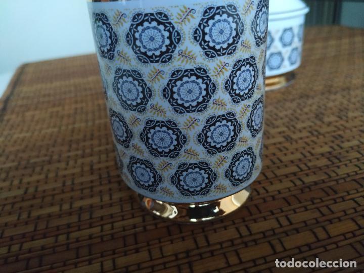 Vintage: Juego de tocador de porcelana. 2 piezas: Bote para polvos, algodón,...y frasco de colonia. - Foto 4 - 206777635