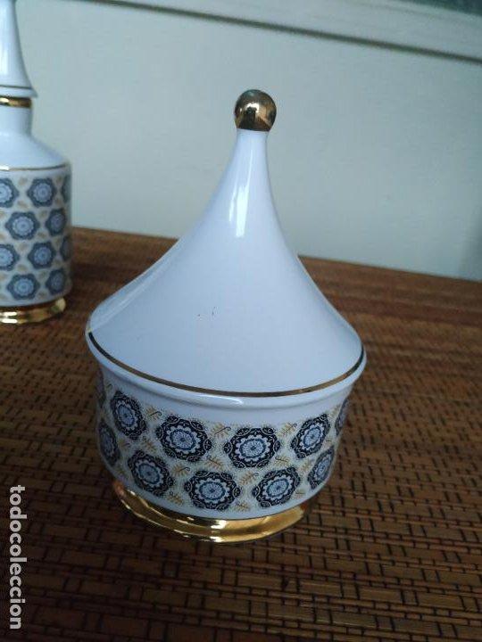 Vintage: Juego de tocador de porcelana. 2 piezas: Bote para polvos, algodón,...y frasco de colonia. - Foto 5 - 206777635