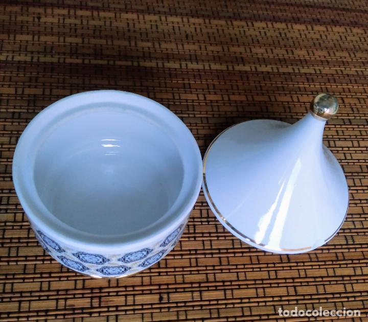 Vintage: Juego de tocador de porcelana. 2 piezas: Bote para polvos, algodón,...y frasco de colonia. - Foto 6 - 206777635