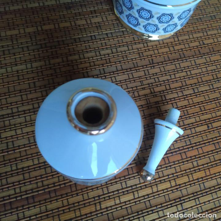 Vintage: Juego de tocador de porcelana. 2 piezas: Bote para polvos, algodón,...y frasco de colonia. - Foto 7 - 206777635