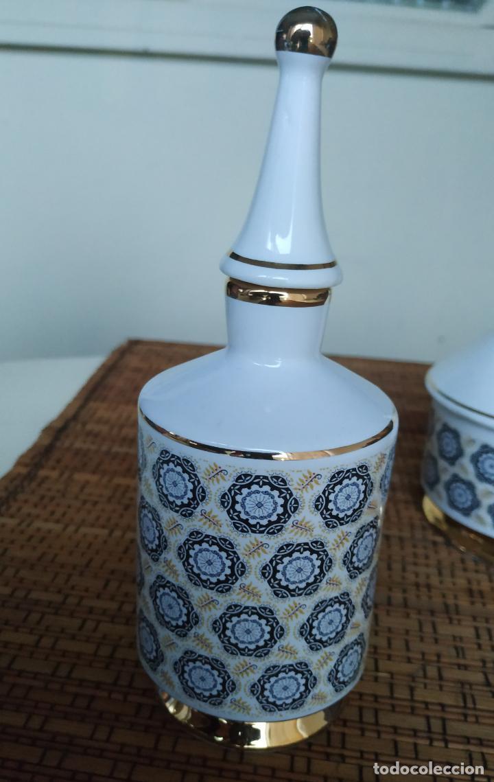 Vintage: Juego de tocador de porcelana. 2 piezas: Bote para polvos, algodón,...y frasco de colonia. - Foto 8 - 206777635