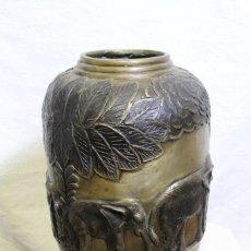 Vintage: JARRÓN DE BRONCE CON ELEFANTES ORIENTAL. Lote 207557677