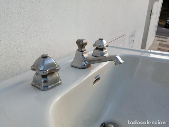 Vintage: Lavabo con grifos ROCA de los años 1940 antiguo para cuarto de aseo porcelana Art deco sanitario - Foto 5 - 208805608