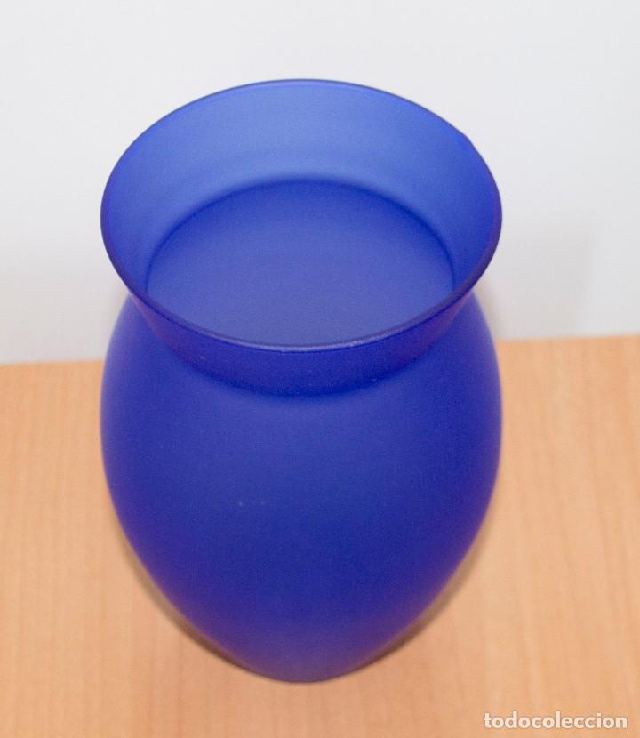 Vintage: Jarrón de cristal mate azul - Foto 2 - 212109412