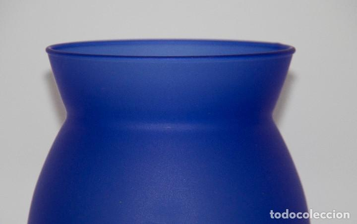 Vintage: Jarrón de cristal mate azul - Foto 3 - 212109412