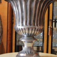 Vintage: FLORERO METALICO DE GRANDES DIMENSIONES. Lote 212891857