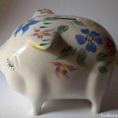 Vintage: HUCHA CERDO DE LOZA PINTADA A MANO AÑOS 50 DE ARTHUR GOOD ENGLAND.. Lote 213429205