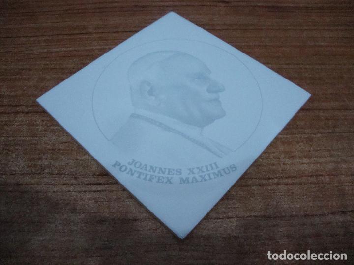 AZULEJO BALDOSA PAPA JUAN XXIII JOANNES XXII PONTIFEX MAXIMUS 15 X 15 AZULEJOS CABRERA ALCORA (Vintage - Decoración - Porcelanas y Cerámicas)