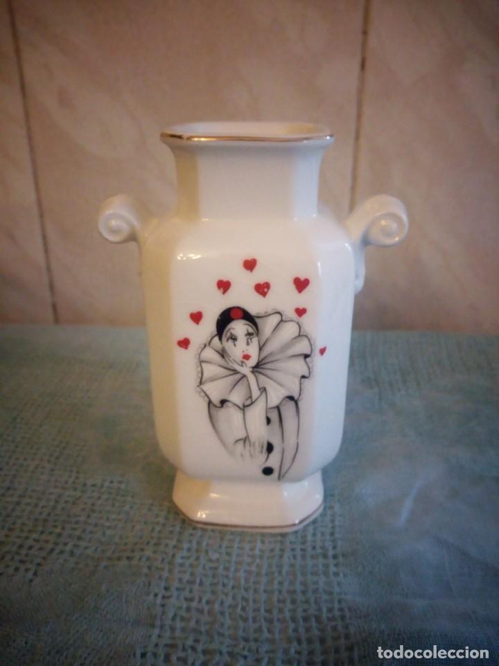 JARRON DE PORCELANA CREAZIONI ORIGINALI MADE IN ITALY,DECORADO CON CORAZONES Y PIERROT (Vintage - Decoración - Porcelanas y Cerámicas)