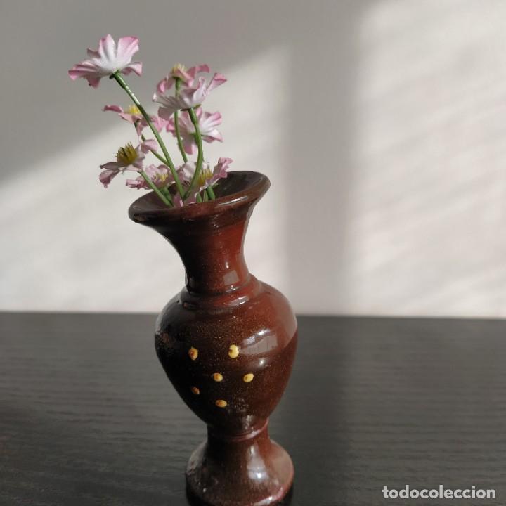 Vintage: Pequeño jarrón de arcilla esmaltado y hecho a mano miniatura 11 cm de alto. flores - Foto 2 - 215019866