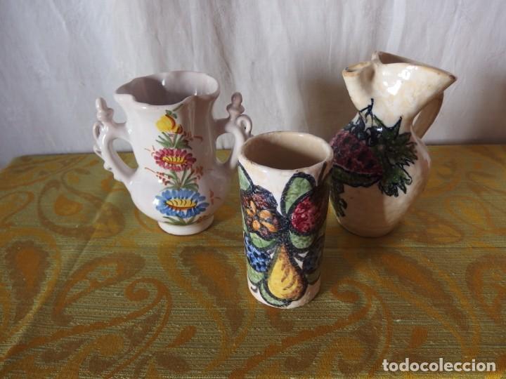2 JARRAS Y JARRÓN CERÁMICA ESMALTADA (Vintage - Decoración - Porcelanas y Cerámicas)